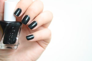 Swatch Essie hang up the heels aus der Gel Couture Reihe