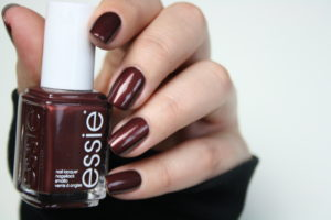 Essie ready to boa Review & Swatches